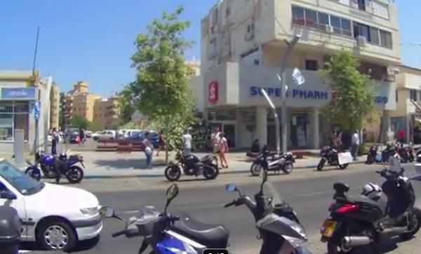 """מפגינים נגד דו""""חות החניה לדו""""ג"""