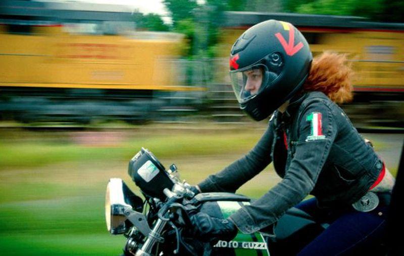 כשנערה פוגשת אופנוע