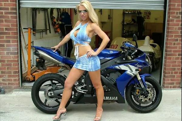 בחורות ואופנועים לסוף השבוע (+18)