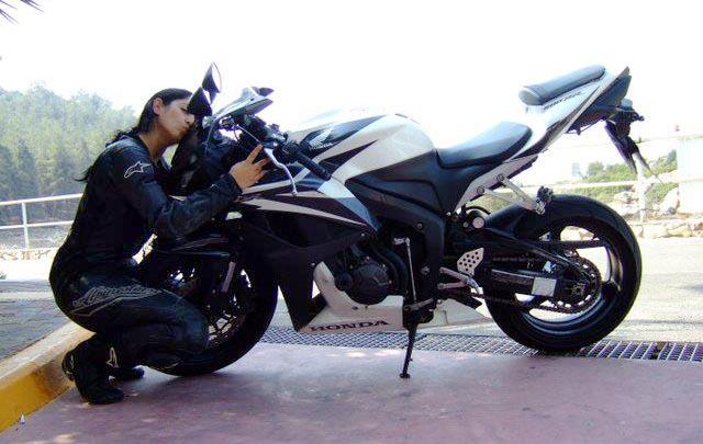 וידויה של אופנוענית