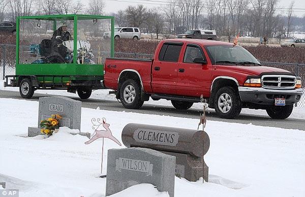 נותן ברייס: לוקח ת'הארלי לקבר (עם סרטון מלחיץ)