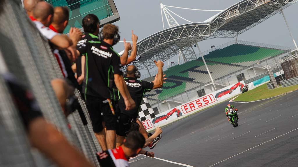 WSBK מאלזיה מירוץ 1: סייקס ממריא לניצחון מפתיע
