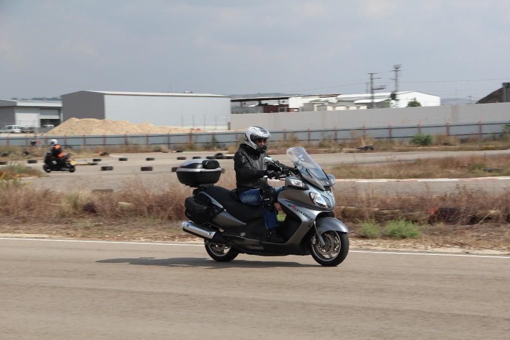 רק עם אופנוע – חלק ג'