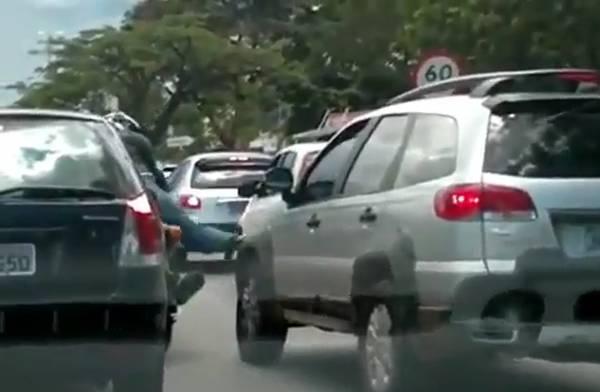קוקוריקו: עצבים על הכביש