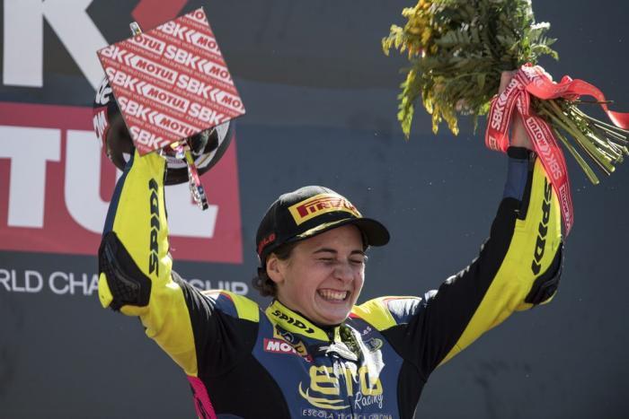ניצחון ראשון בהיסטוריה לאישה מול גברים במירוץ אופנועים רשמי!