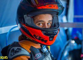 מוטו פוגש | רן יוחאי #100 – רוכבת בעולם