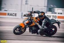 KTM 890 DUKE – Action2