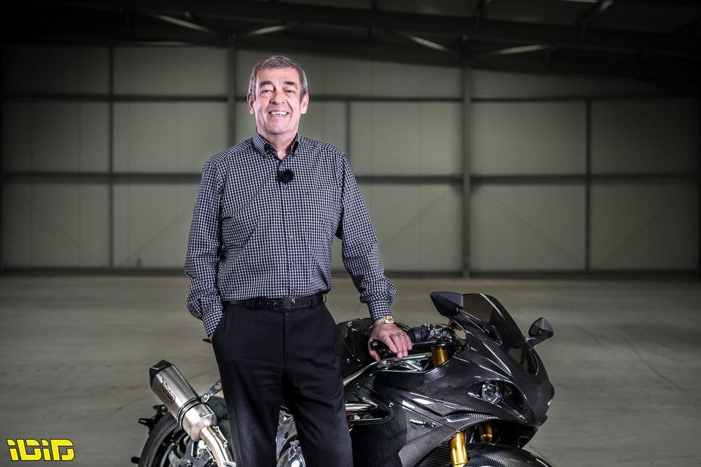 """מוטו פוגש   ג'ון ראסל – מנכ""""ל אופנועי נורטון"""